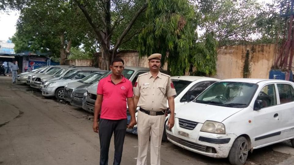 Zahid, alias Anna, stole motor cars and sold them in Meerut.