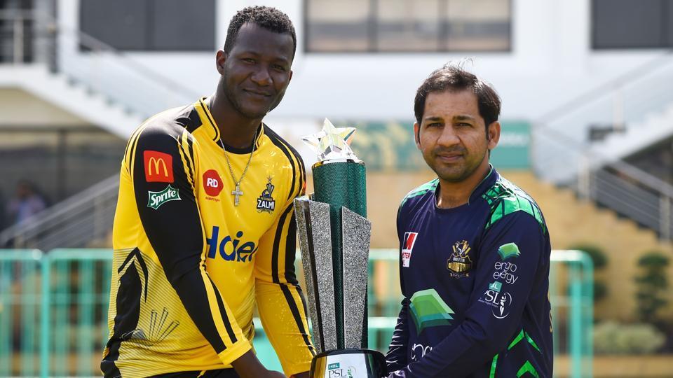 Saint Lucian's Darren Sammy and Quetta Gladiators' captain Sarfraz Ahmed hold the Pakistan Super League trophy.
