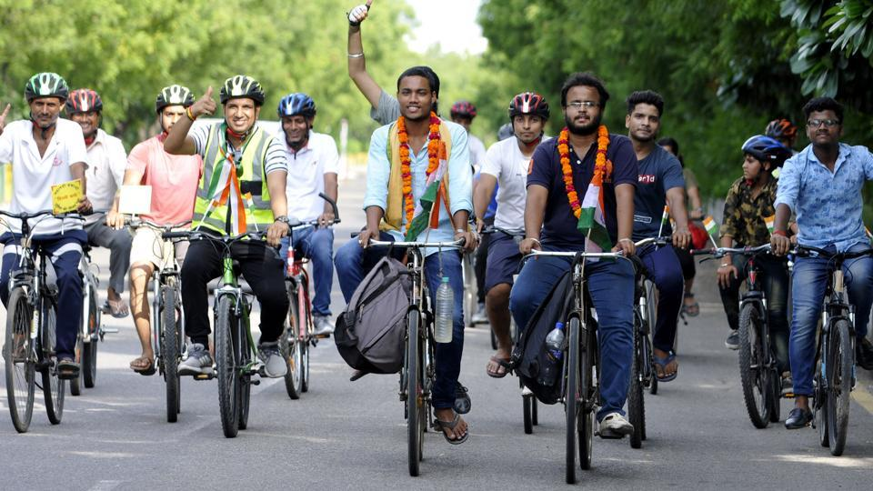 Two students cycling from Odisha arrive at Noida to meet PM
