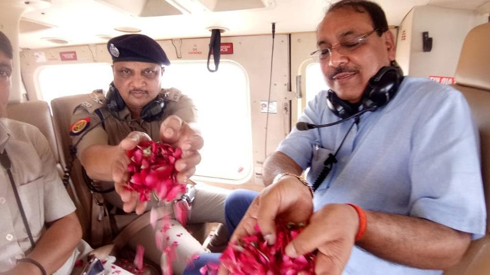 Ghaziabad, India - July 29, 2019: The district magistrate and SSP of Ghaziabad throws flower petals on Kanwariyas passing from Ghaziabad from a helicopter, at GT Road, in Ghaziabad, India, on Monday, July 29, 2019. (HT Photo)