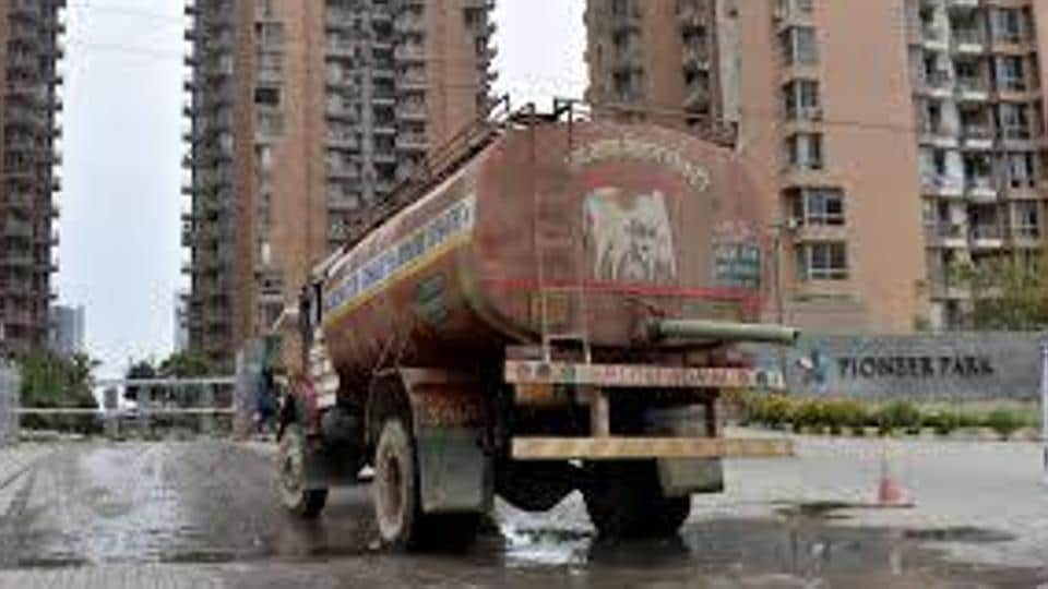 Delhi Jal Board deploys around 900 water tankers every day to supply water to houses in the capital, there are more than twice as many private and unregistered water tankers that operate.