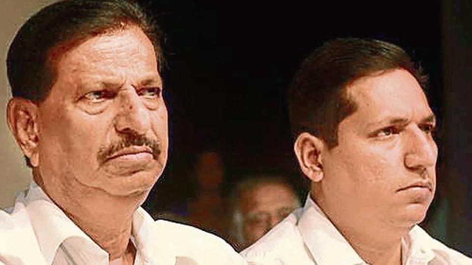 BJP minister Ravindra Chavan met Navi Mumbai BJP president Ramchandra Bhagat to ensure there is no opposition to Naik's entry to the BJP