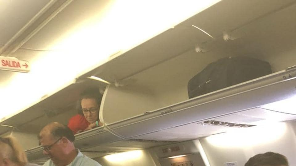 Southwest Airlines Flight Attendant Climbs Into Overhead Compartment for Laughs