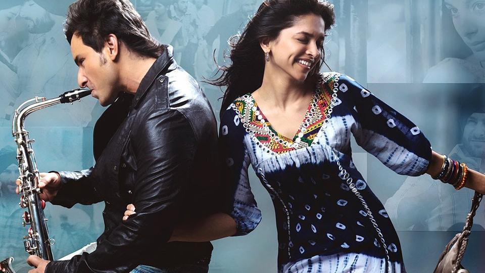 Saif Ali Khan and Deepika Padukone in a still from Love Aaj Kal.