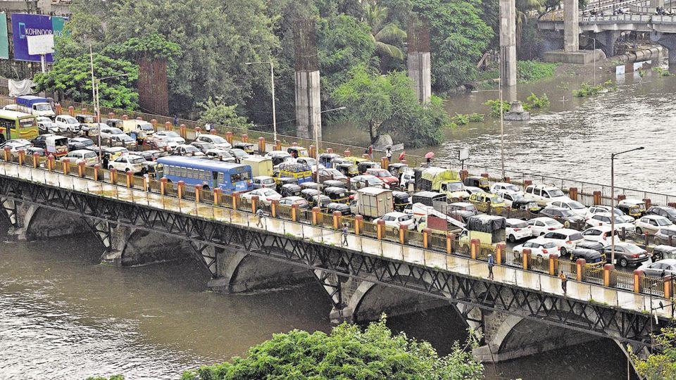 Traffic on Chhatrapati Sambhaji Maharaj Bridge in Deccan after 13,981 cusecs water was released from Khadakwasla dam