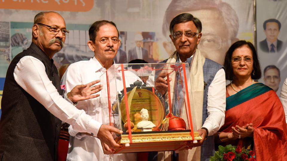 (From left) Shriniwas Patil, former governor of Sikkim; Deepak Tilak, great-grandson of Lokmanya Tilak; Baba Kalyani, chairman and MD, Bharat Forge and his wife Sunita during the award ceremony, at Tilak Smarak Mandir on Thursday.