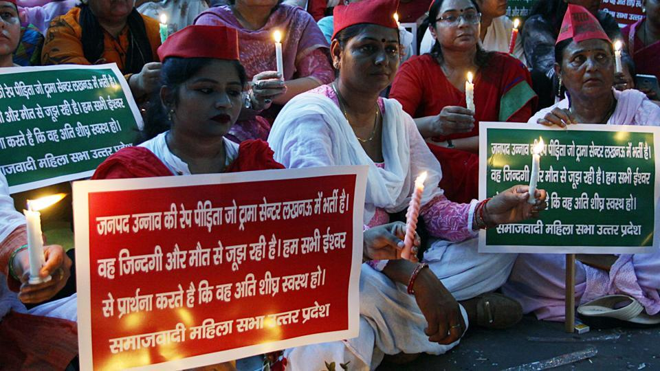 Members of Samajwadi party Mahila Morcha holding a candle march to express their solidarity with Unnao rape survivor.