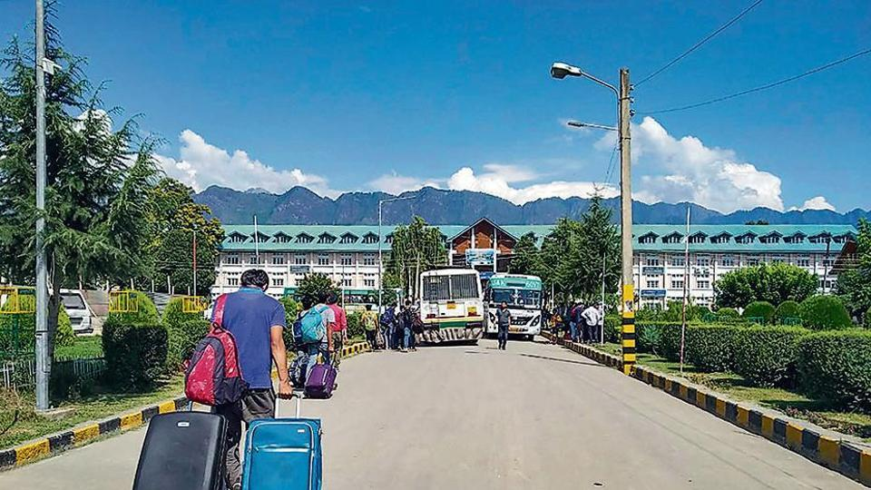 Students leave the NIT Srinagar campus on Saturday, a day after the government issued a security advisory asking tourists and pilgrims to curtail their stay in Kashmir.