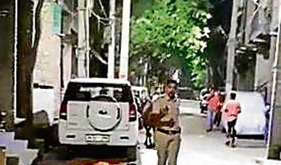 Cop fires into air after being chased by mob of 'bootleggers