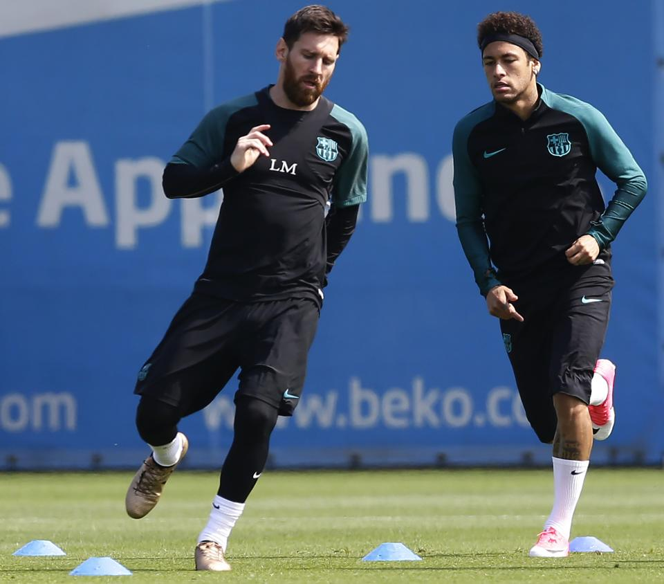 Neymar training with Lionel Messi when he was at Barcelona.