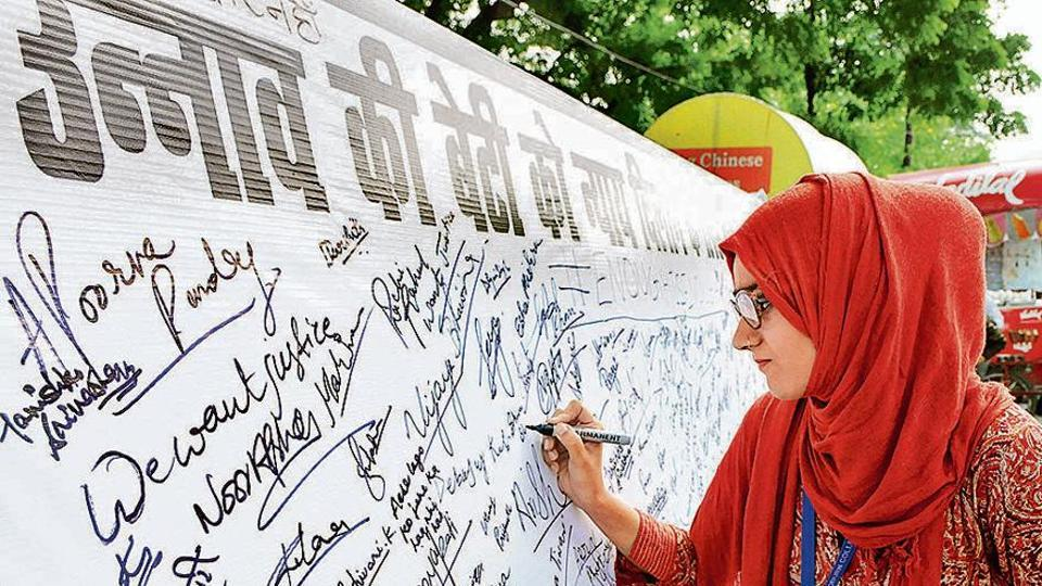 People take part in a signature campaign by the Congress party seeking justice for the Unnao Rape Case victim, near Isabella Thoburn College crossing in Lucknow, Uttar Pradesh on Saturday, August 03, 2019.