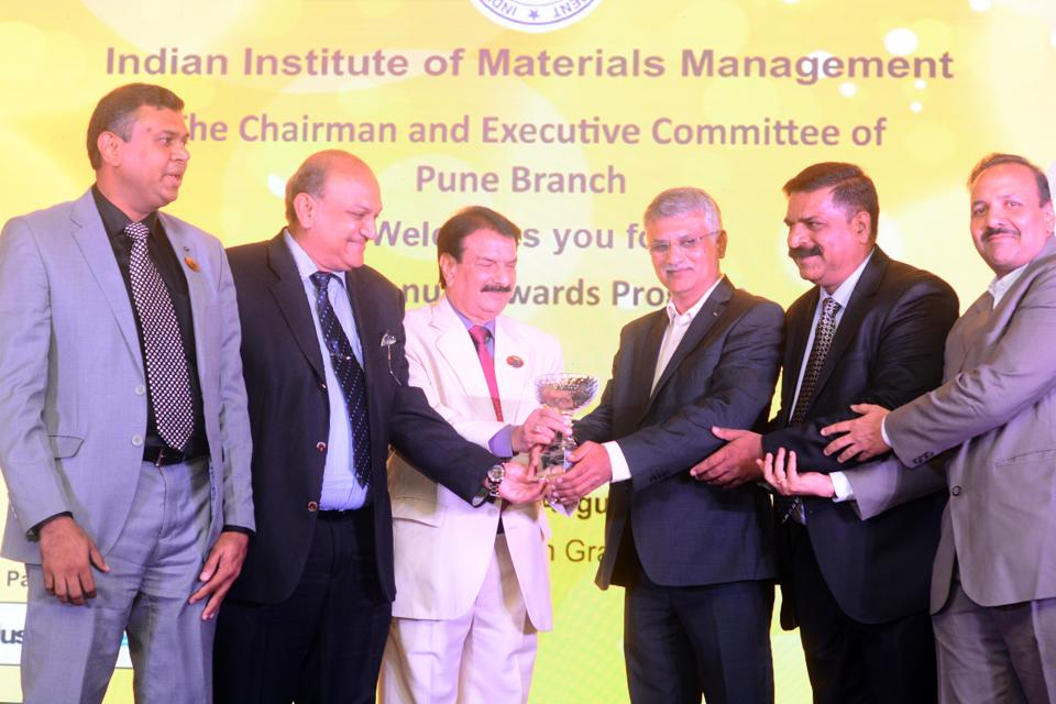 (Second from L) Pravin Mehta and GK Singh present Lifetime Achievement Award to Thermax Ltd during the IIMM awards at Grand Sheraton in Pune on August 3.