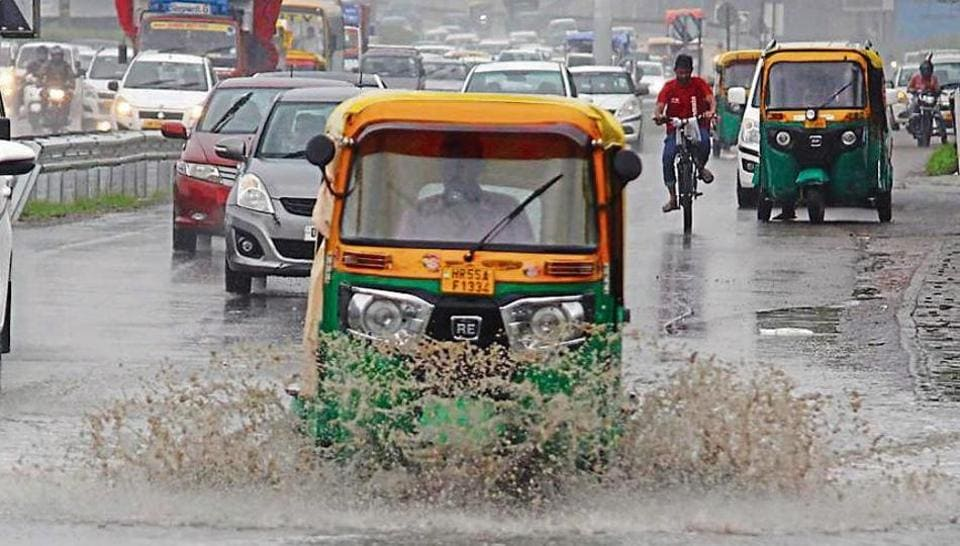 Vehicles wade through a waterlogged road rains, at near Signature Tower, in Gurugram, India, on Sunday, August 04, 2019. (Photo by Yogendra Kumar/Hindustan Times)