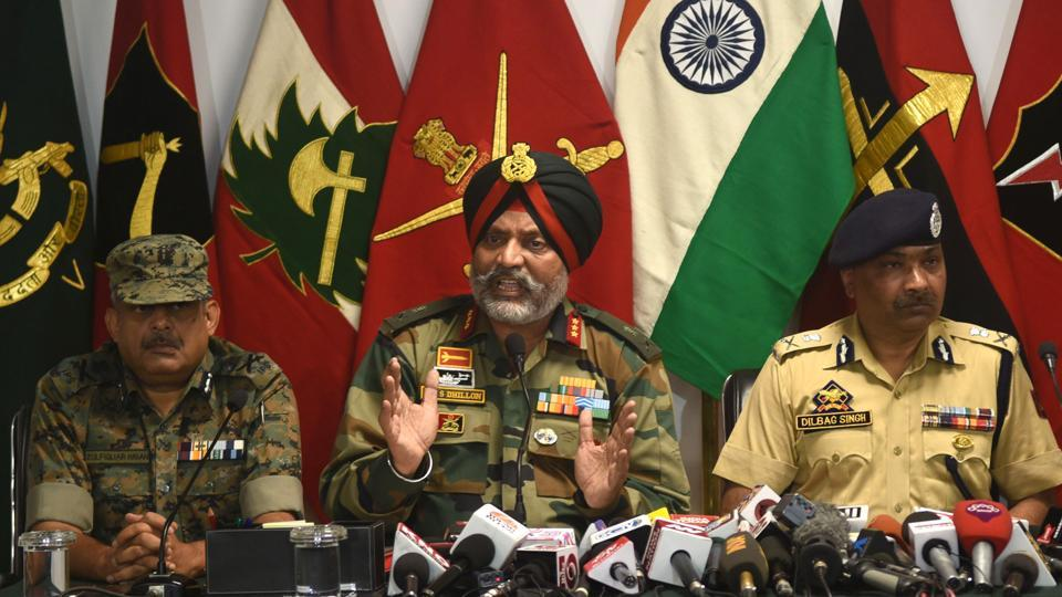 Lt Gen Kanwal Jeet Singh Dhillon (C), General Officer Commanding (GOC) of the Srinagar-based 15 Corps; Dilbagh Singh (R), Director General of Police and Zulfiqar Hassan (L), Inspector General, Central Reserve Police Force (CRPF) during a joint press conference inside an army headquarter, in Srinagar. (Waseem Andrabi / HT Photo)