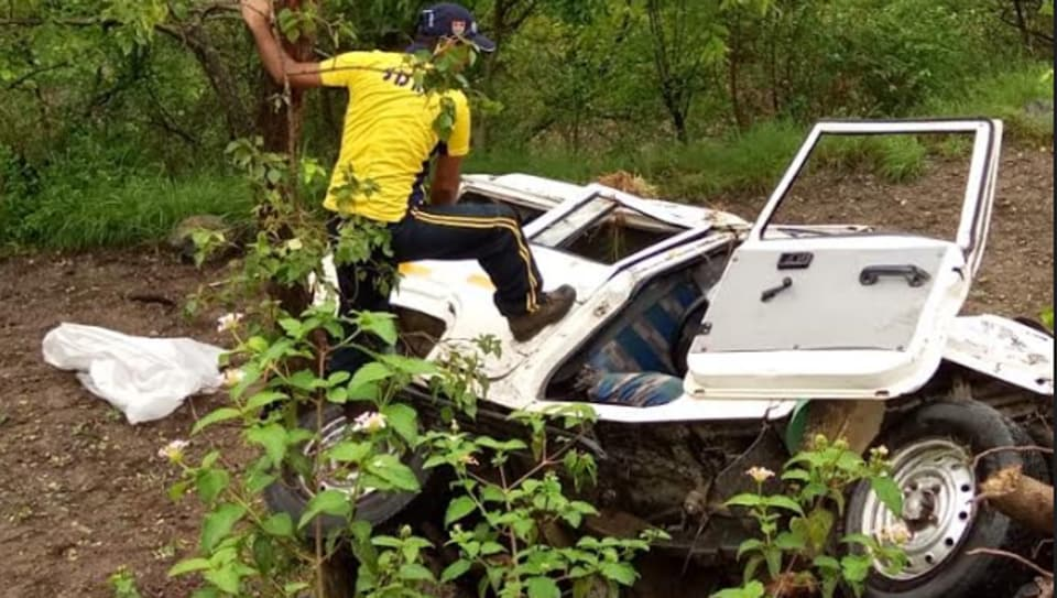At least 14  people, including children, were killed in two separate accidents in the hill state of Uttarakhand