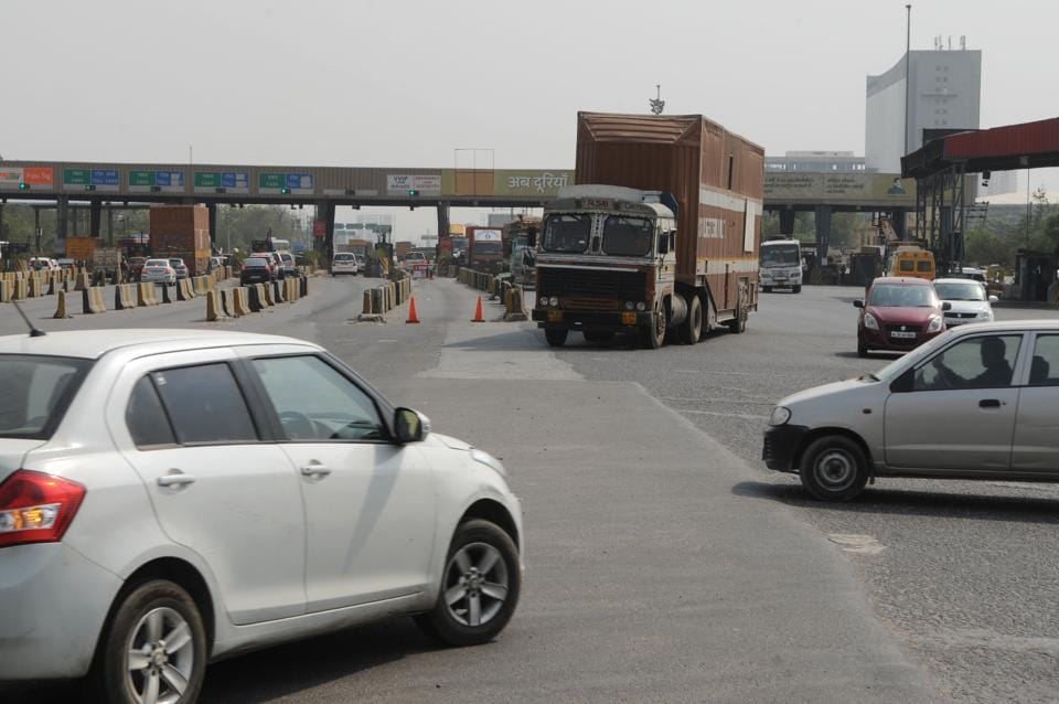 Hundreds of commuters living in developing sectors take this U-turn to have access to the HSVP road, which help them avoid the payment of toll.