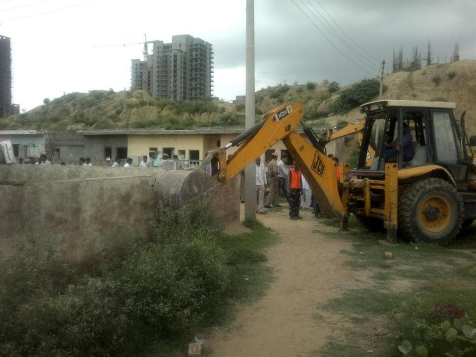 Of the 15 corner plots allotted to oustees, construction has taken place on only one such plots, while the rest are still vacant, said officials.