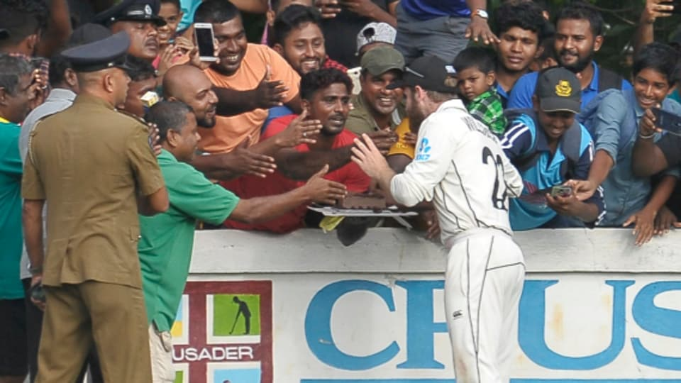 Sri Lanka fans throw birthday party for Kane Williamson on field