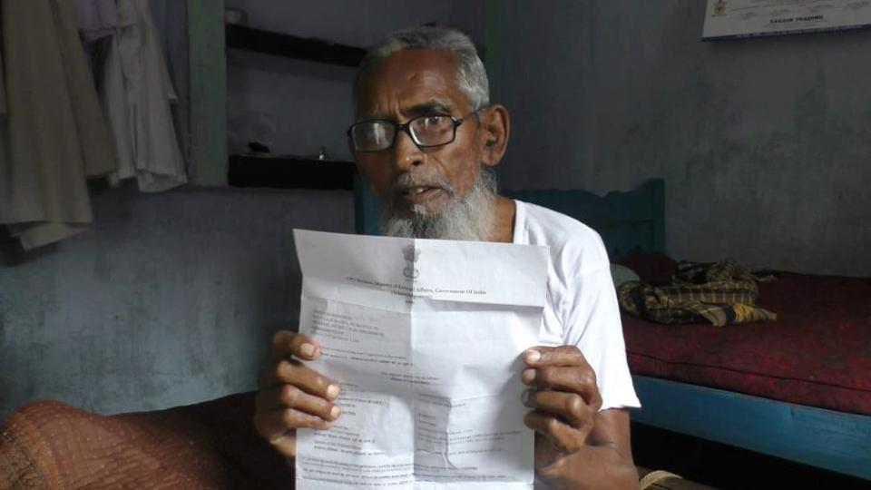 Sheikh Sameeruddin shows the letter from external affairs ministry that helped in bringing back his son back  from Saudi Arabia.