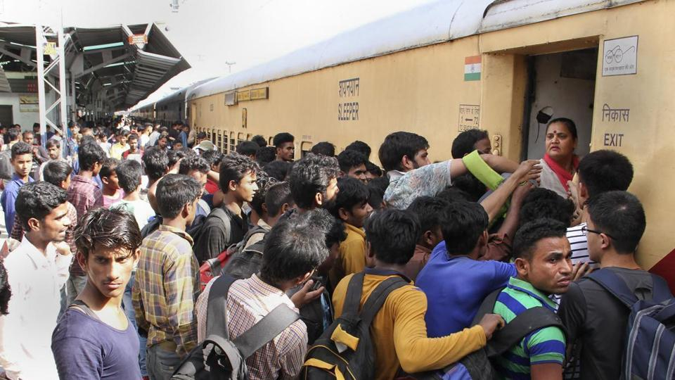 Migrant workers, working in Kashmir Valley,  jostle to board a train from the Jammu railway station on Thursday, August 8, 2019.
