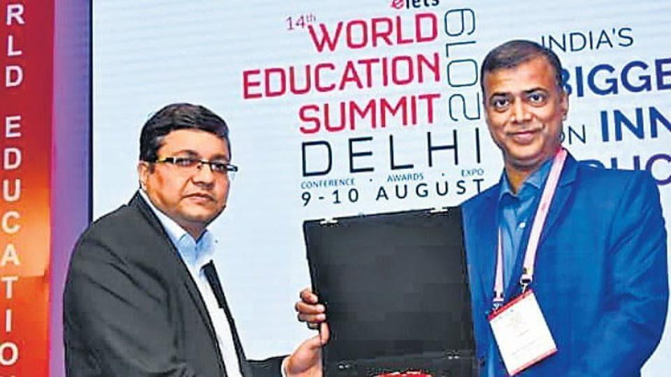 Anand Kishore,BSEBchairman receiving award