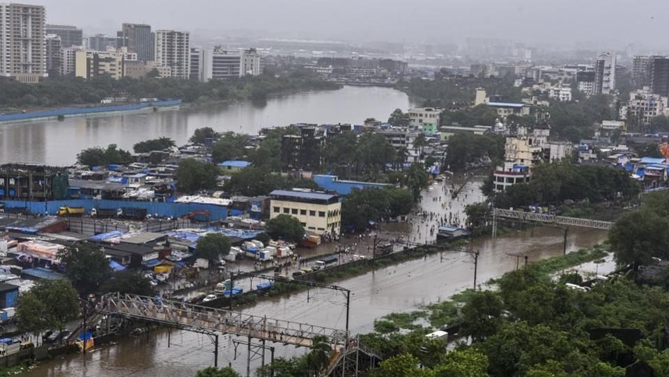 A view of the waterlogged tracks and between Sion and Kurla and surrounding areas after the water level of Mithi river rose following heavy monsoon rains at Chunabhati in Mumbai. (Kunal Patil / HT Photo)