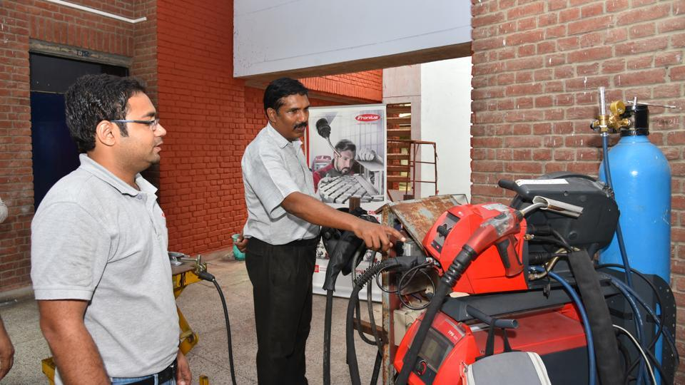 A demonstration during the workshop, 'Emerging Trends in Welding Technology Addressing Complexity of Aluminium and Titanium Metals', at IIT-Kanpur.
