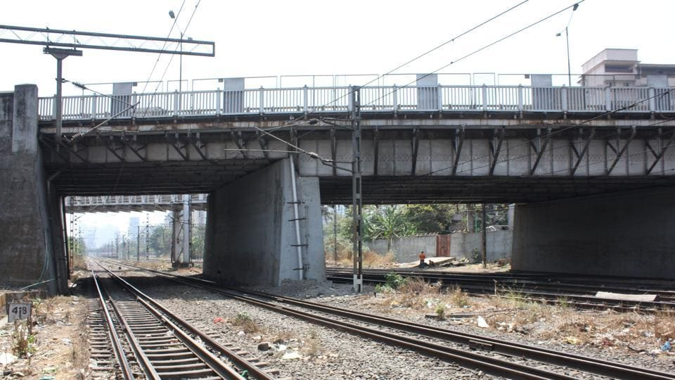 Centeral Railway has asked the KDMC to shut the Dombivili rail over bridge  after it was declared unsafe.