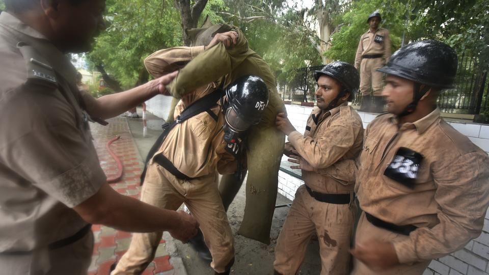 Lifting an injured person is the most crucial part since lifting incorrectly may aggravate injuries. Some of the lifts that the firemen are taught are – fireman's lift: lifting on shoulder, pick a back: carrying a victim on back and chair lift: two firemen making an injured sit on their arms and carrying them out. (Raj K Raj / HT Photo)