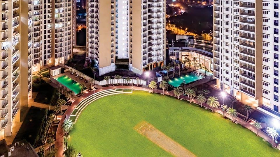 Runwal Greens boasts of almost 6.5 acres of open spaces including a cricket ground within the complex.