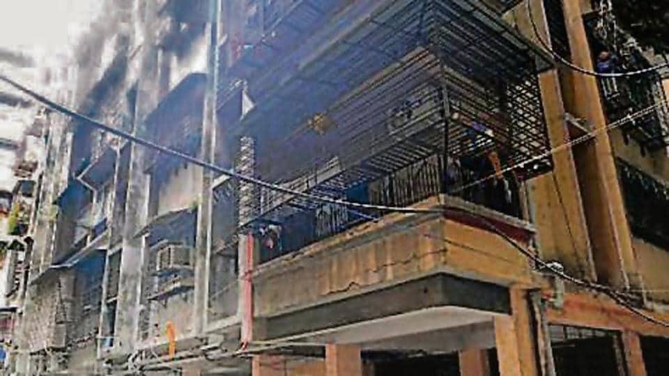 Mahak Apartments on Link Road, Ulhasnagar camp 3 developed cracks on Monday.