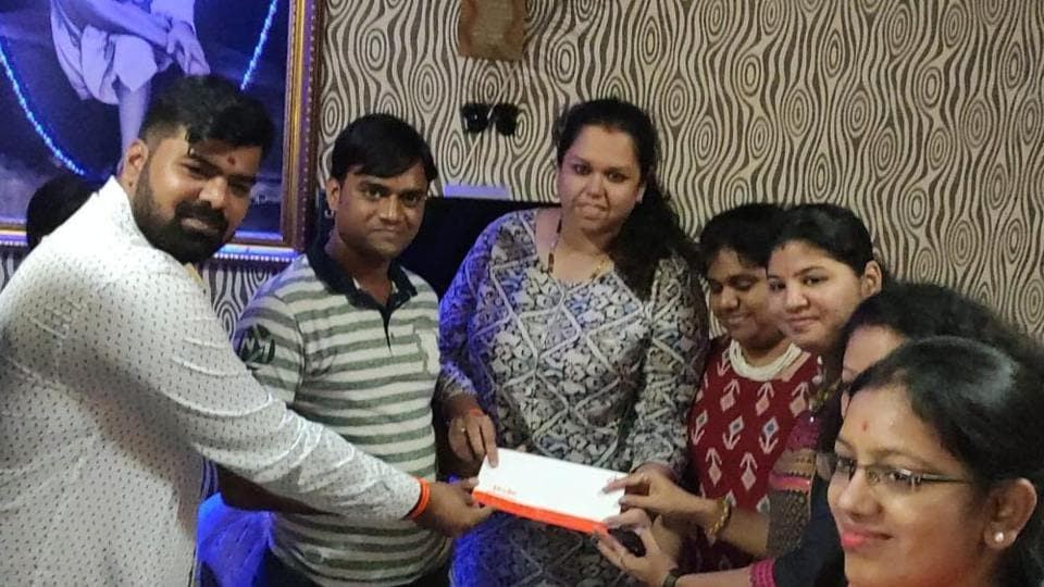 Yuva Sena chief Aaditya Thackeray on Saturday issued a Rs 1-lakh cheque to an autorickshaw driver, who earlier this month helped a woman who went into premature labour at Virar railway station.