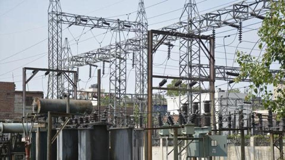 The Delhi government will extend its 100% power subsidy scheme to those domestic consumers who manage to keep their power bills to at most Rs 800, senior government officials working on the plan said on Monday.