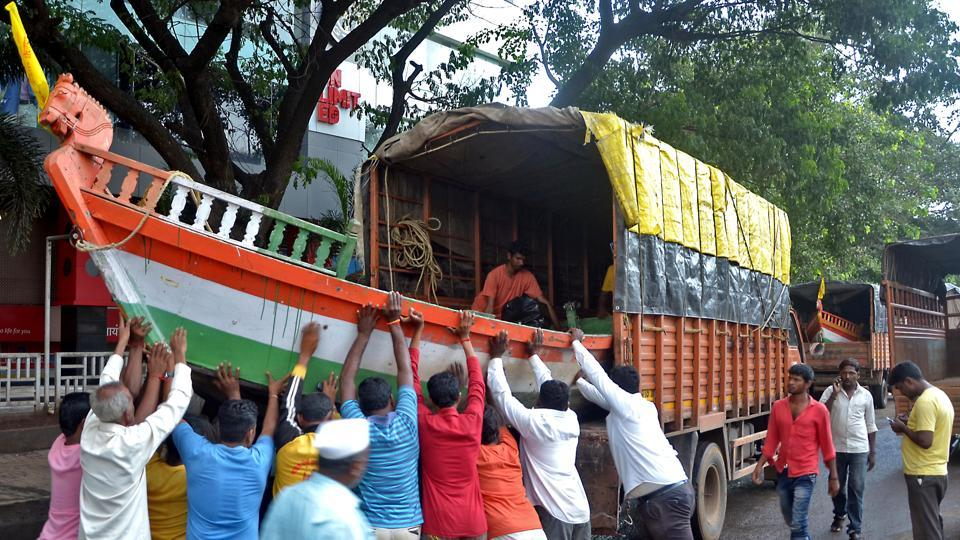 Sangli: Workers load a boat in a truck to carry out rescue and relief operations, in Sangli district.