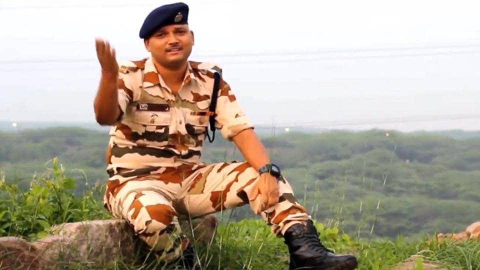 ITBP constable Lovely Singh sings Sandese Aate Hain ahead of Independence Day.