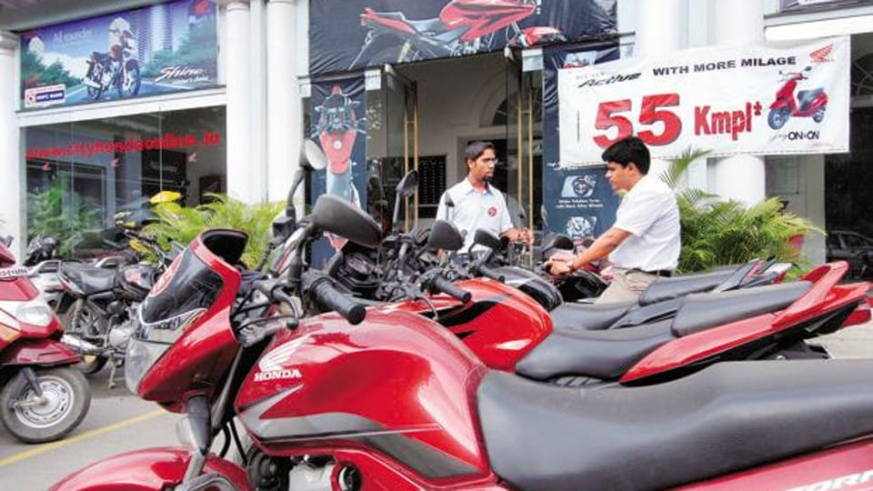 On the contrary, Punjab offers on-the-spot numbers of choice at the dealer. A customer can go for a random number, or pay and get a preferred number. An auction is held for fancy numbers.