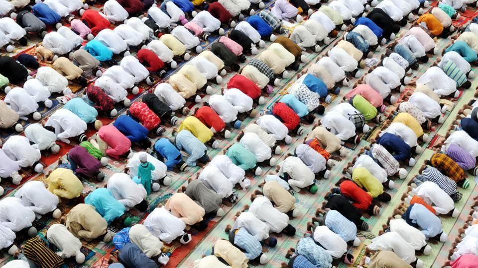 After a limited ban on offering namaz on roads in some parts of the state, the Uttar Pradesh police has decided to impose a complete ban on offering namaz on roads across the state.