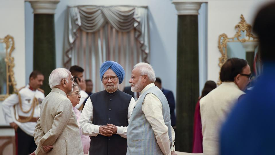 Prime Minister Narendra Modi, former prime minister Manmohan Singh, former vice president Hamid Ansari during a reception organised on the occasion of 73rd Independence Day, at Rashtrapati Bhavan in New Delhi, Thursday, Aug. 15, 2019.
