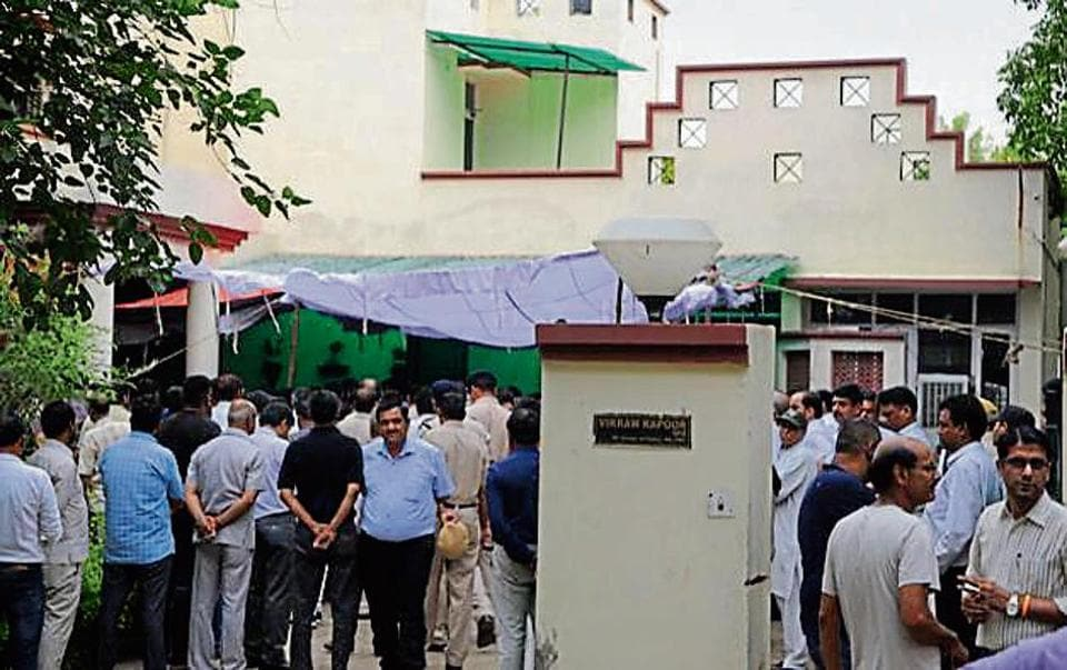 Family members and relatives at Vikram Kapoor's residence, at Police Line, in Faridabad, India, on Wednesday, August 14, 2019. Vikram Kapoor, 59, Faridabad deputy commissioner of police, allegedly committed suicide at his residence by shooting himself with his service revolver on Wednesday morning.