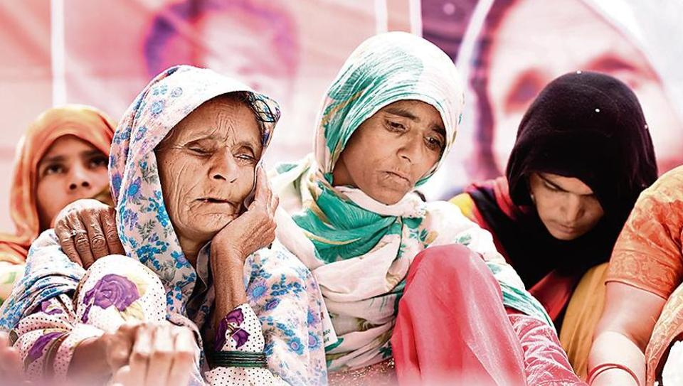 Anguri Begum (left), mother of Pehlu Khan, sitting on a dharna demanding justice in the case, in New Delhi on April 19, 2017.