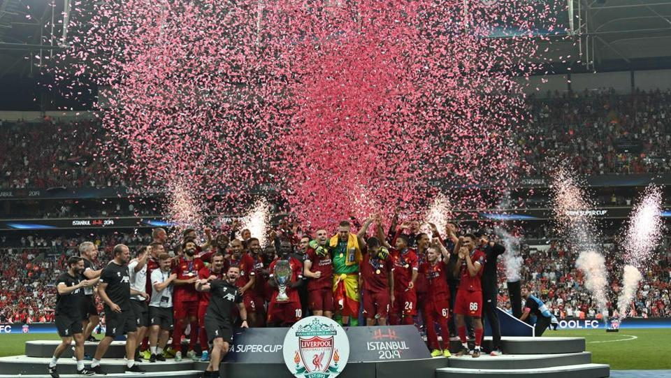 Liverpool's team poses with the trophy after winning the UEFA Super Cup 2019 football match between FC Liverpool and FC Chelsea at Besiktas Park Stadium in Istanbul. (OZAN KOSE  / AFP)