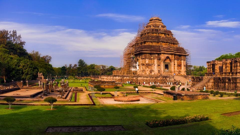 Konark Sun Temple is the perfect example of an era when the Kalingan architecture reached its pinnacle with its jaw dropping intricate works and geometric precision.