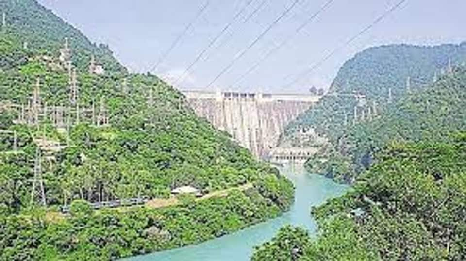 With the release of the water and the rain that lashed the dsitrict, fencing along the Indo-Pakistan border was also sumbmerged, besides one or two watch towers of the Border Security Force (BSF).