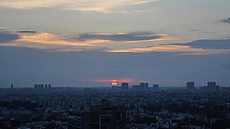 The city saw mainly clear skies on Sunday with favourable air quality, recording an AQI value of 35.