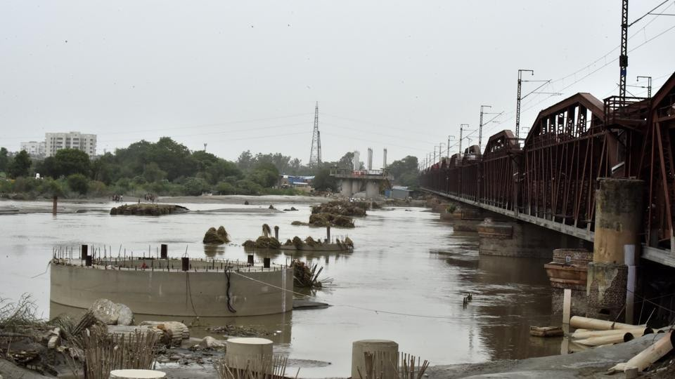 Strong water flow in the river helps rid it of pollutants, albeit temporarily.