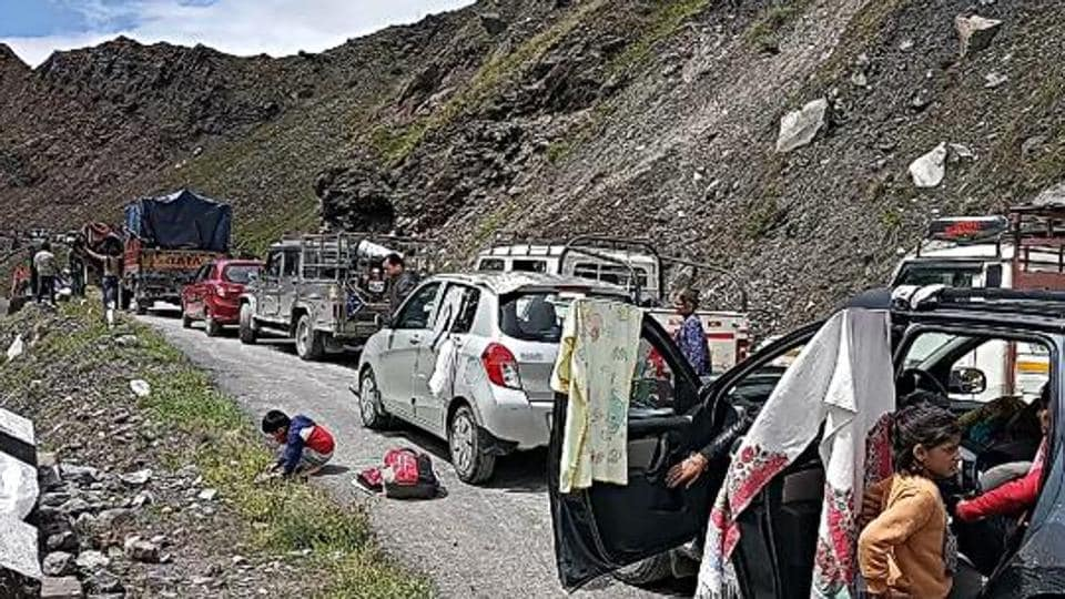 The traffic towards 13,050 feet-high Rohtang pass—the gateway to Lahaul and Spiti district— was suspended as the local streams continue to remain in spate.