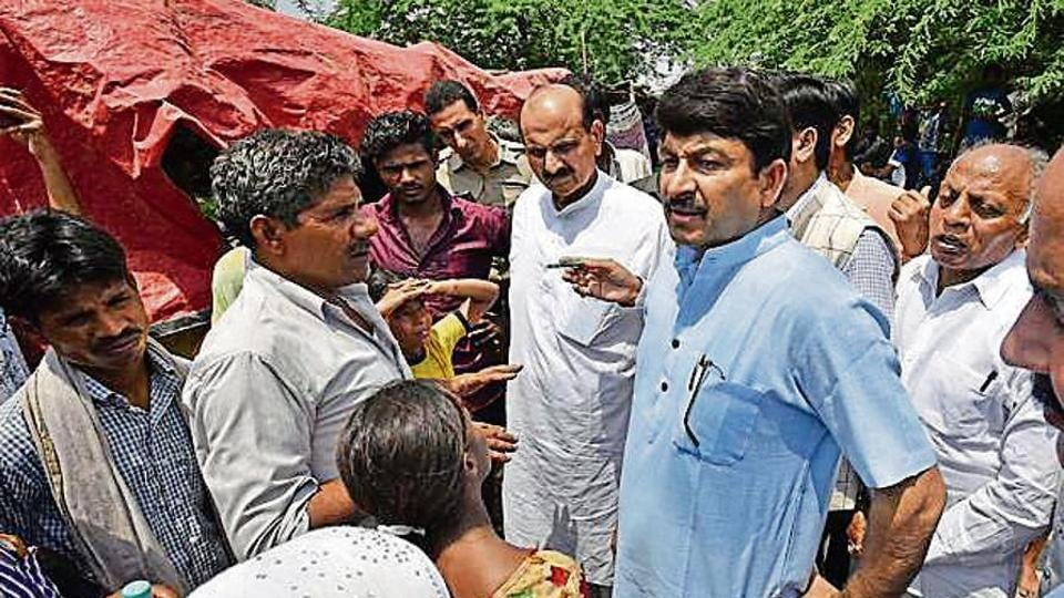 Member of Parliament Manoj Tiwari talks to flood-affected victims, near Kashmere Gate ISBT, in New Delhi, India, on Wednesday, August 21, 2019. Several low-lying areas along the Yamuna were today flooded as the water level in the river was flowing two metre above the danger mark and inching towards touching the highest level.