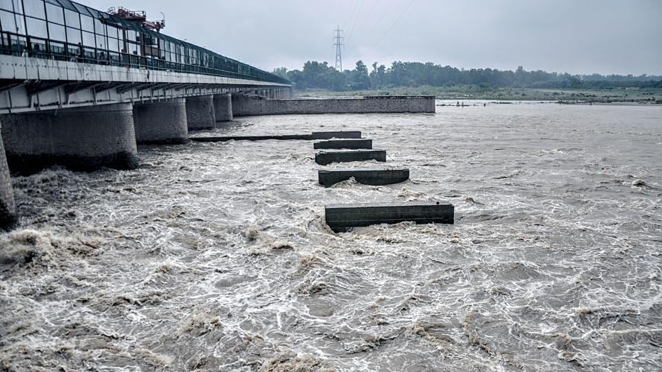 Officials said that this time the water level is expected to touch 207.08m sometime between 1pm and 5 pm on Wednesday, before it starts receding.