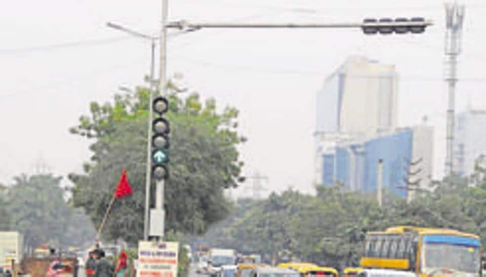 Decision to install traffic lights in Gurugram a step in the right direction