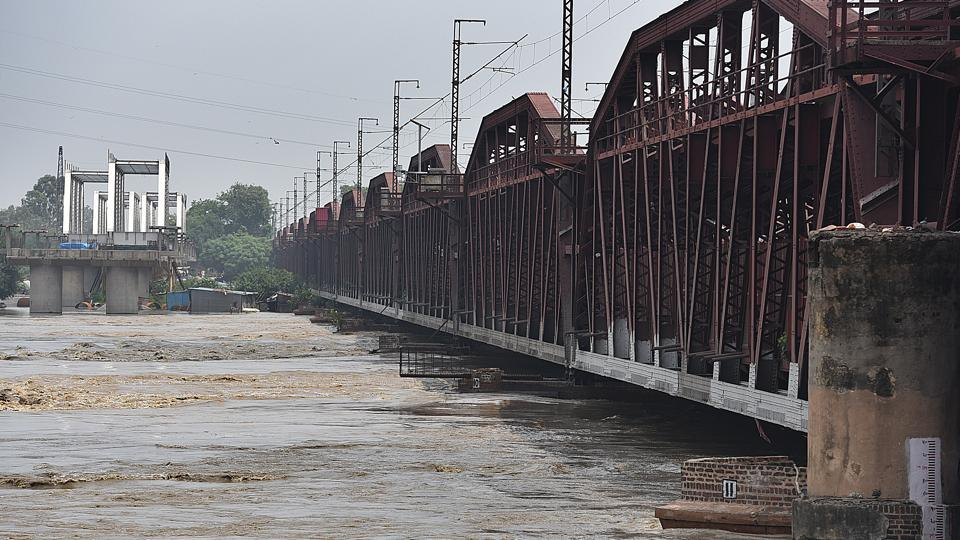 The old iron bridge on Yamuna  was thrown open to traffic on Wednesday after the water levels of the river started receding.